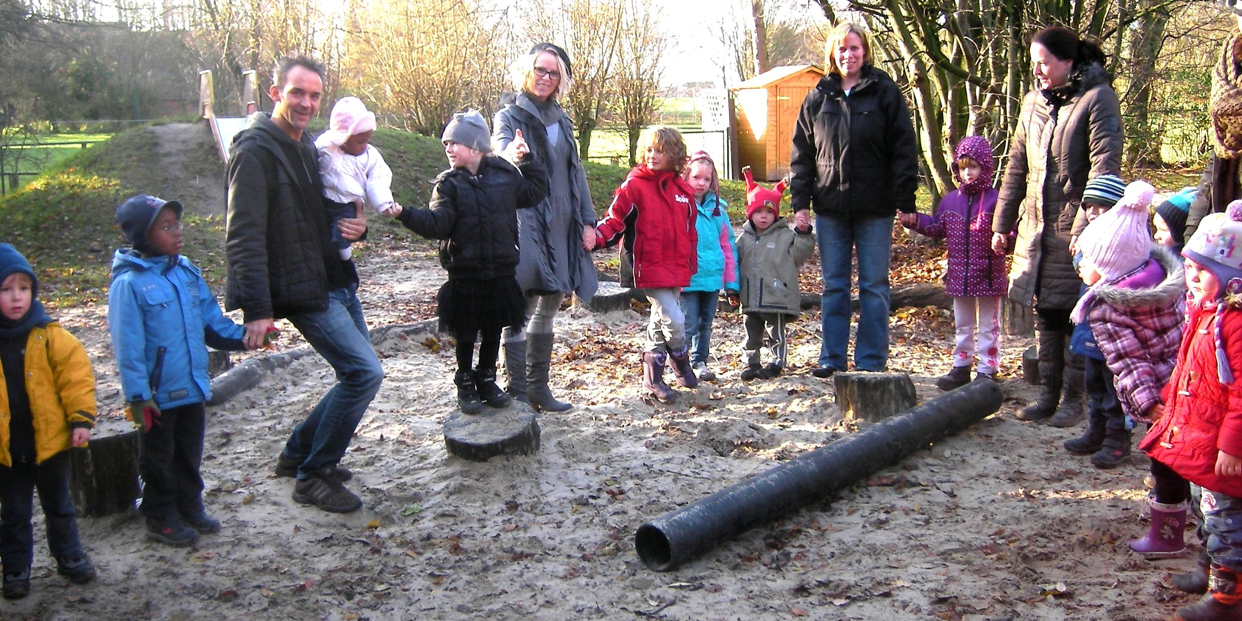 Hand in Hand im Bewegungskindergarten Scholen