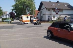 Die beschädigten Fahrzeuge. Foto: Polizei