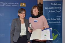 """Das bayerische Umweltministerium ehrte jetzt Petra Altrichter für ihr Engagement im Naturschutz und zeichnete sie mit dem """"Grünen Engel"""" aus. (c) StMUV"""