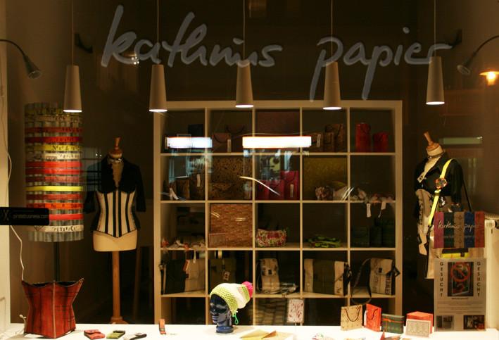 Kathrins Papier - Schaufenster mit neuem Ladenzugang