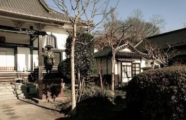 写真真ん中の茶屋を残すことで景観が守られた。
