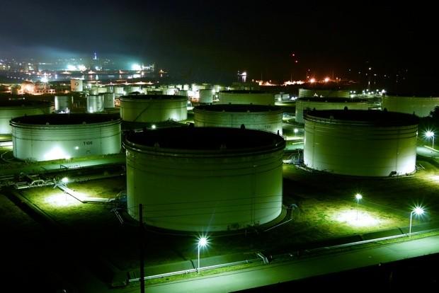 壮大な小名浜石油コンビナートの夜景。絶景ポイントから、最高のアングルを狙う。