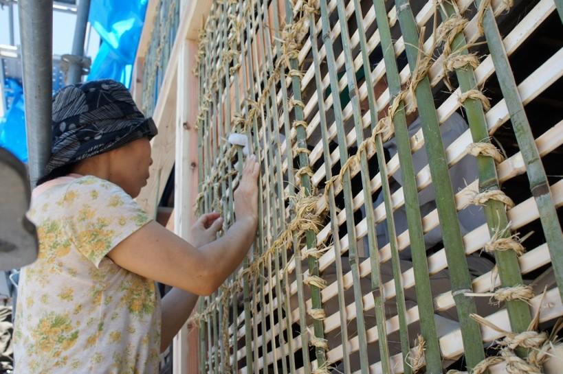 格子状に組まれた竹小舞。さまざまな性能に優れた伝統建築様式だ。