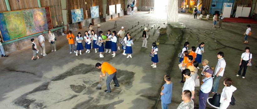 メイン会場では、砂絵のパフォーマンスなども繰り広げられた。