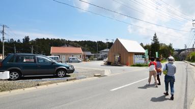 震災を免れた地区の一角にりくカフェはある。