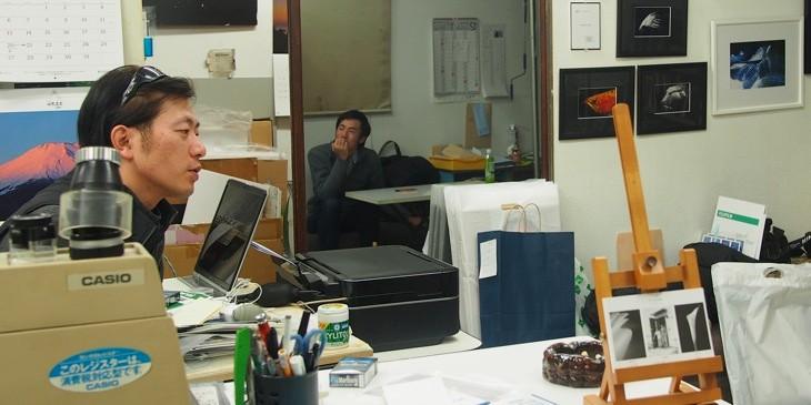 いわきのフォトグラファーの「たまり場」にもなっているYK写真工房でインタビューは行われた。