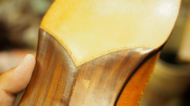 木田が制作したフィドルバックのサンプル。気品が漂う美しさ。