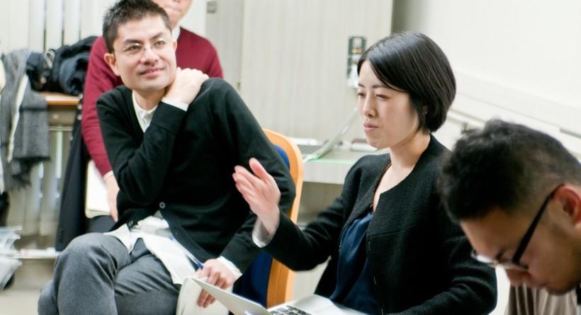 慶応大学でのトークセッションの模様。猪熊(左)と成瀬(右)がりくカフェについて語る。