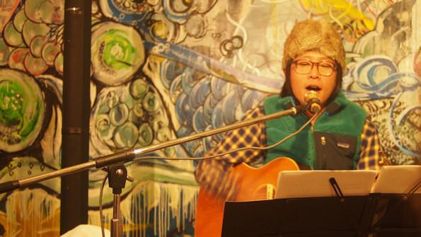 オリジナルからカヴァー曲、bonobosの楽曲まで幅広く披露した蔡。