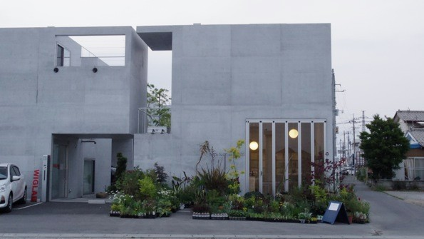会場となるACID NATURE 乙庭。コンクリートの外壁が美しい。