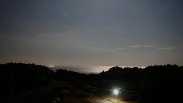 大畑公園の展望台から。月に照らされた水平線が美しい。