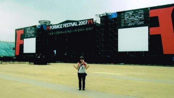 2007年7月、くるりが出演した「FORMOZ FESTIVAL 2007」にて。会場は、台湾・中山サッカースタジアム。
