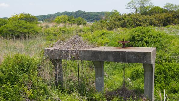 藤原川沿いで見つけた水門。産業遺跡のような佇まいがたまらない。