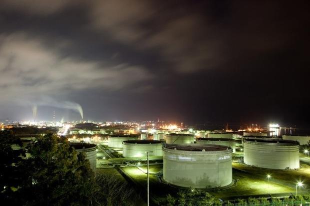 小名浜石油コンビナートの夜景。大畑公園展望台から撮り下ろしている。 photo by Takashi Tokuda