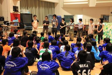 メンバーで高校を訪問するなど活動は幅広い。
