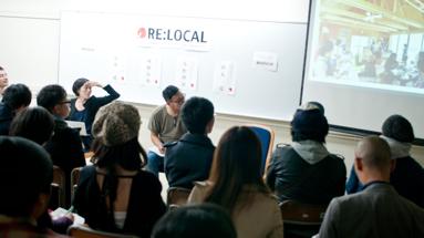 満員の40名近くの参加者がトークセッションに耳を傾ける。