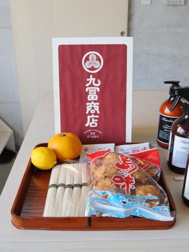 九冨による小豆島の物産プロジェクト「九冨商店」。