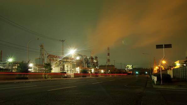 車の通りも少なく、工場の発動機の音だけが夜の小名浜にこだましていた。