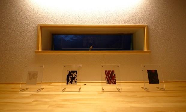高木の父、武廣さんの作品。グラフィックデザインのようなスタイリッシュな絵柄に足を止める人も多かった。