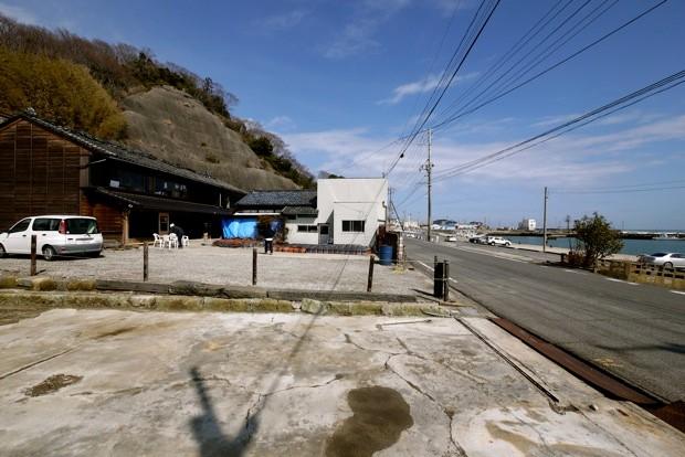 中之作漁港の目と鼻の先に位置する晴航館。古き良き港町のライフスタイルを今に伝える。