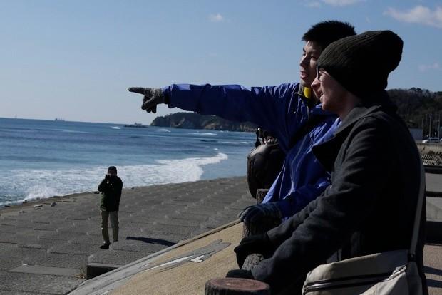 道中、永崎海岸での一コマ。海岸線の風を感じながらサイクリングは続く。
