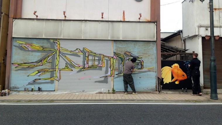ナカジマシゲタカ(左)、フィル・ベイリー(右)によるライブペイント。これぞ「ストリート」の流儀。photo by Ayako TSURUMAKI