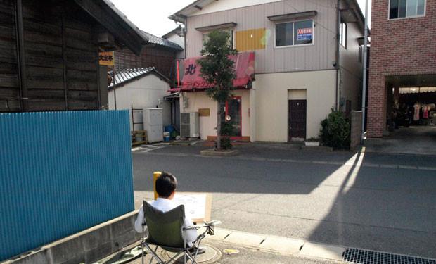 中華料理店を前に陣取る参加者。こちらも小名浜の歴史ある名店だ。