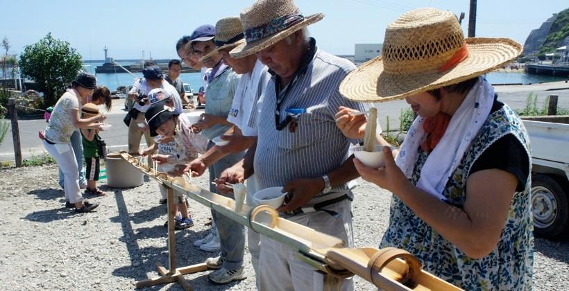 夏には流しそうめんのイベントも開かれ、地元の人たちもやってきた。