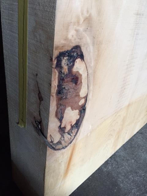 №1 左コバ 木裏面 節入り皮写真