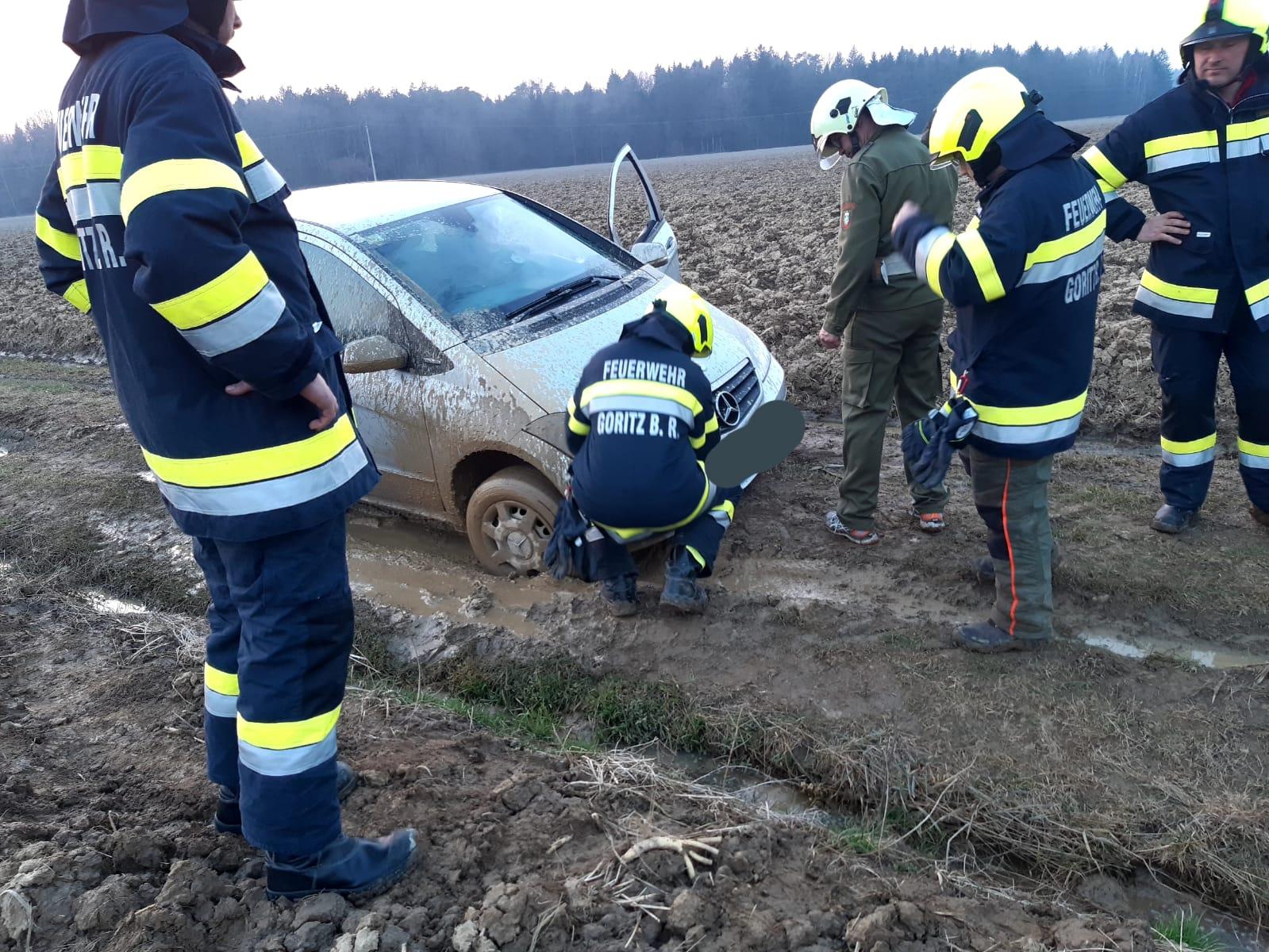 Einsatz FF Goritz, Fahrzeugbergung, Binden von Betriebsmittel