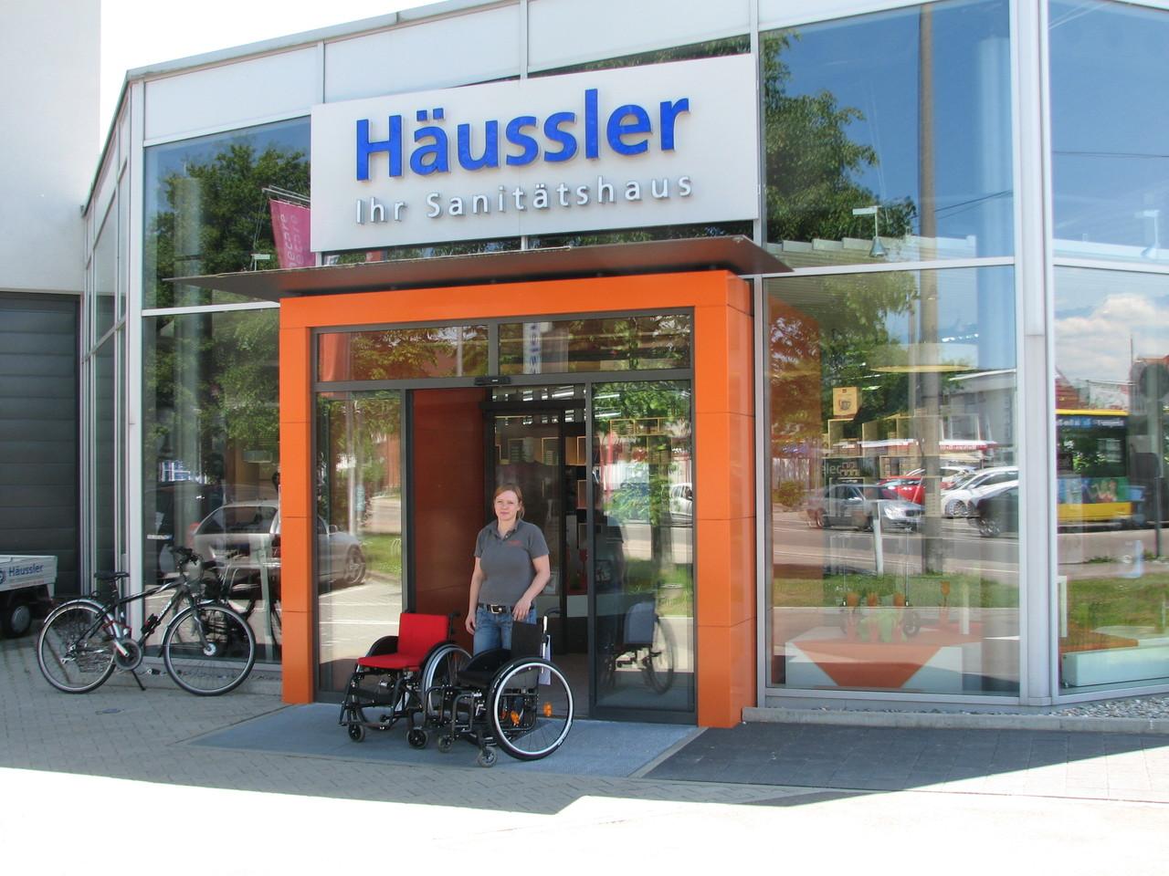 Natalie Häderer von Firma Häussler in Ulm, die diese tolle Spende möglich gemacht haben!