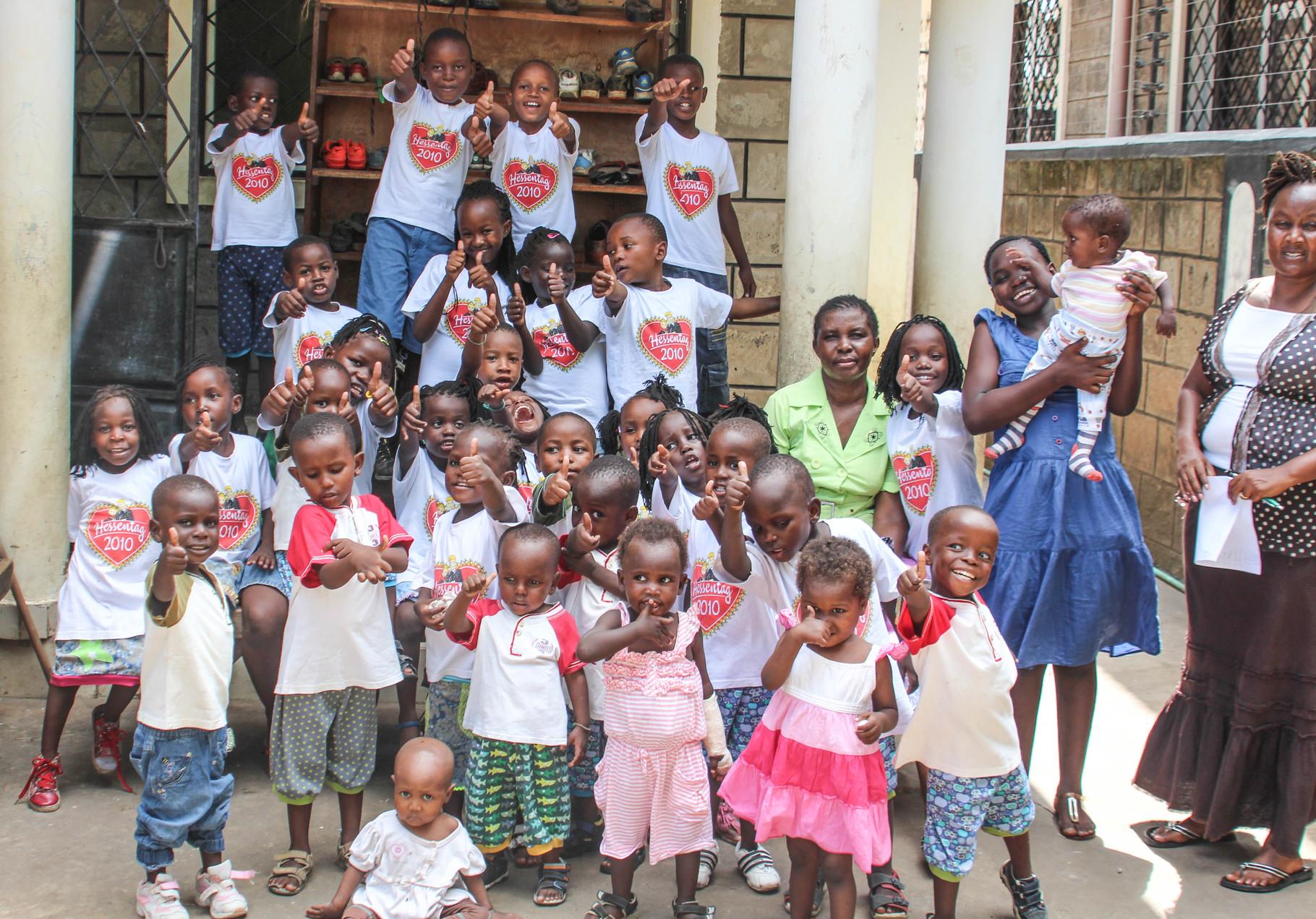 Alle Kinder vor dem Haus