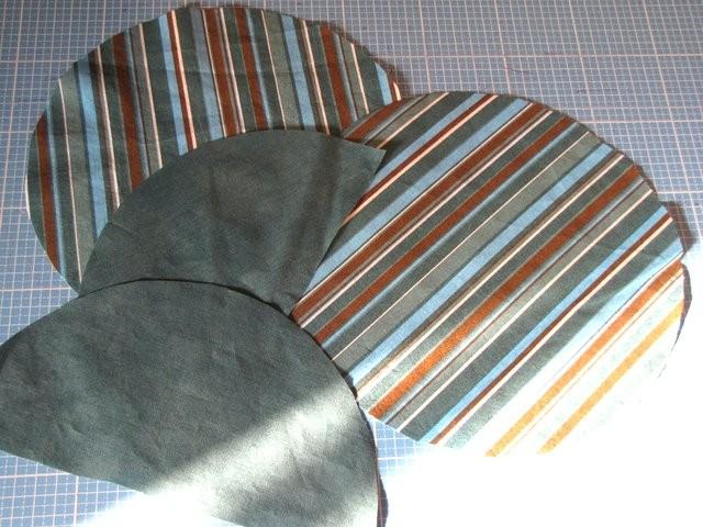 Radius 11,5cm: 2 Halbkreise für das Innere des Täschchens und die beiden vollen Kreise (gestreift) für das Äußere.