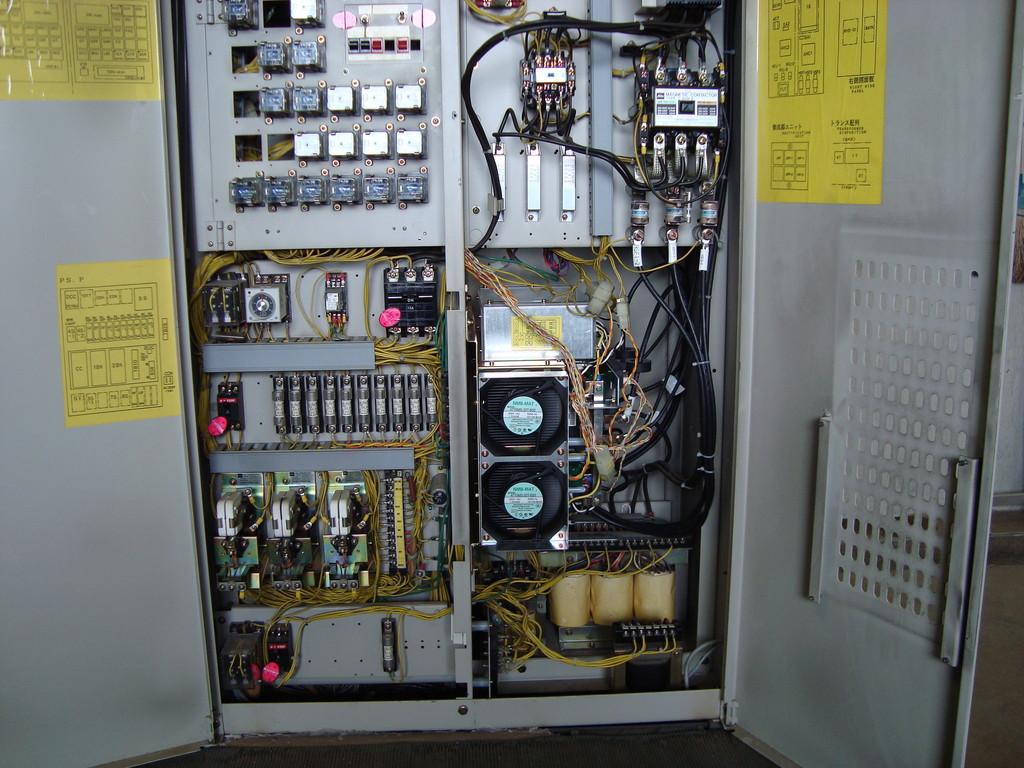 エレベーター機械室制御盤チェック1
