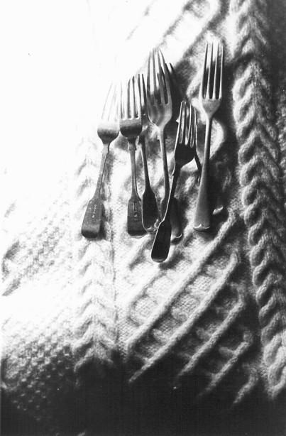 """Frosty 3, WCC 12"""" - 90年グラスゴー留学中にマーケットで買った古いカトラリーとヘアカット100みたいな厚手のウールのセーター"""