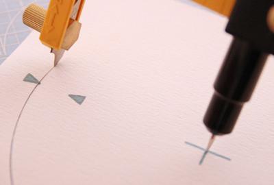 三角を目印にしてサークルカッターを使用