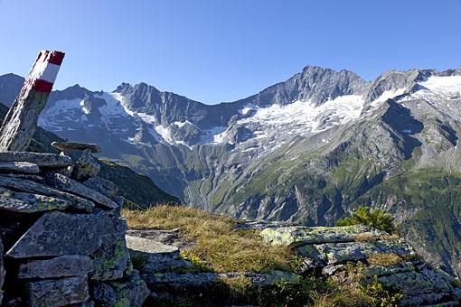 Am 7 Schneiden Weg im Stillupp Tal, Zillertaler Alpen in Tirol gegen Gr. Löffler