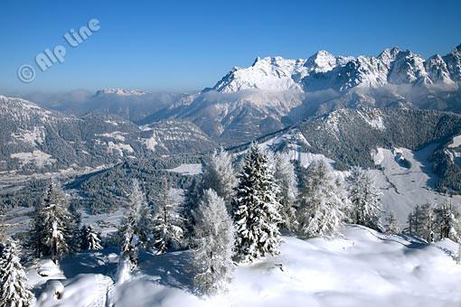 Die Loferer Steinberge und Buchensteinwand mit bei Fieberbrunn, Pillerseetal, Tirol