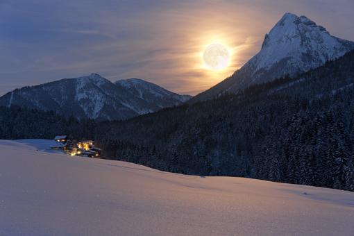 Vollmond über dem Rofangebirge bei Achenkirch, Tirol