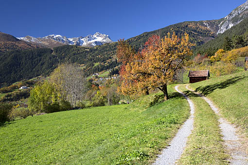 Blick von Stanz gegen Grins und Hohen Riffler, bei Landeck im Tiroler Oberland, Tirol
