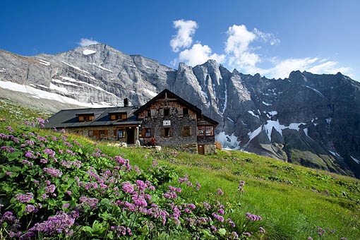 irol, Zillertaler Alpen: Die Geraer Hütte mit Blick zur Sagwand und Schrammacher Valser Tal (Tuxer Alpen)