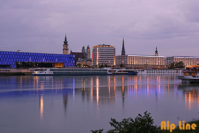 Linz an der Donau bei Nacht