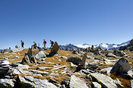 Tirol, Region Zillertal; Steinmänner am Weg zum Gr. Riffler Zillertaler Hauptkamm,