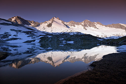 Tirol, Region Zillertal; oberer Wildgerlossee gegen Reichenspitzgruppe mit Gabler