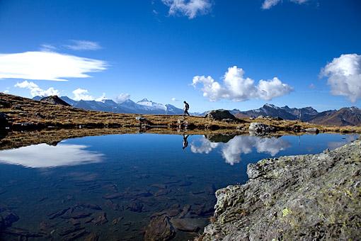 Tirol, Region Zillertal; Föhnstimmung im Tuxertal am Rastkogelsee gegen Olperer Massiv