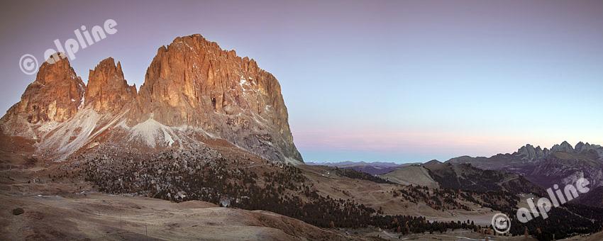 Grohmannspitze, Fünffingerspitze und Langkofel Richtung Geisler Gruppe (vom Sellajoch) Italien, Südtirol