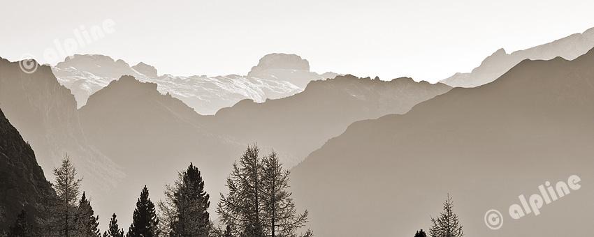 Vom Falzarego Pass bei Cortina d'Ampezzo gegen Sasso Bianco, Dolomiten