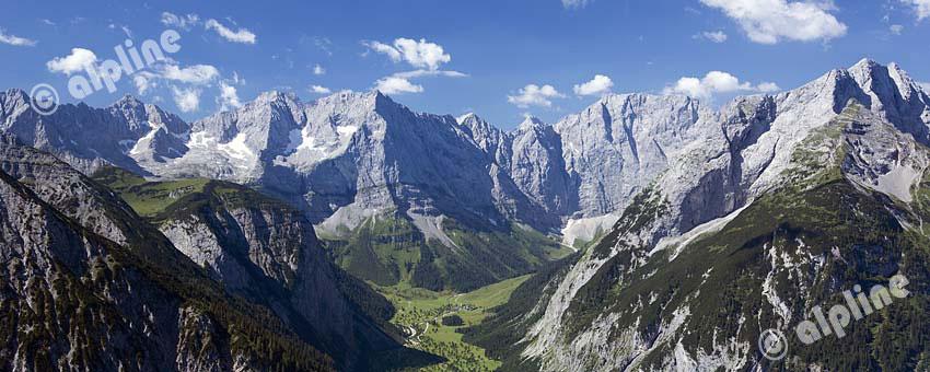 Karwendel Gebirge; Panorama vom Satteljoch zum Ahornboden und den Karwendel Hauptkamm, Tirol