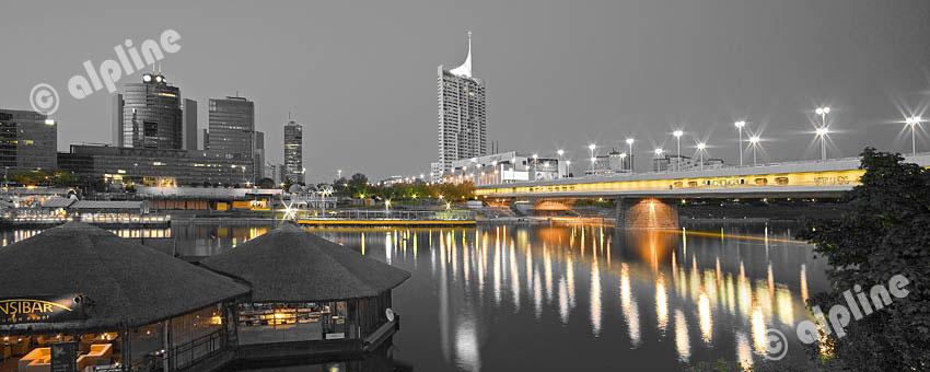 Donau City mit Reichsbrücke, die Skyline von Wien