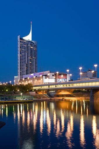 Donaucity mit Reichsbrücke in Wien